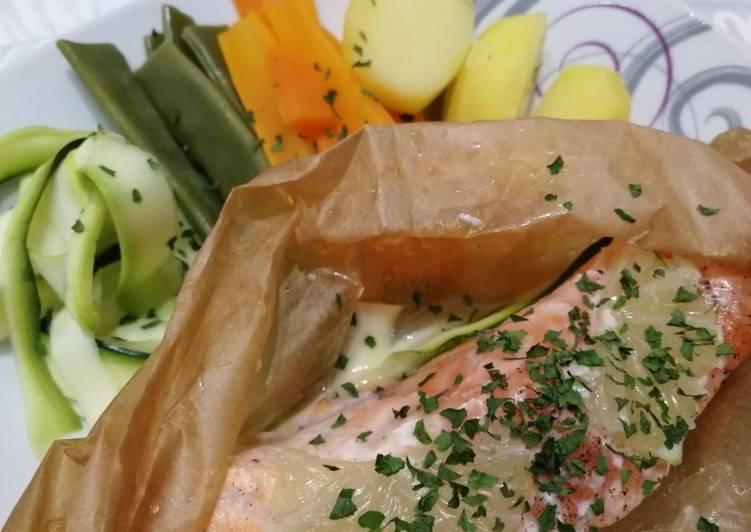 Papillotes de saumon, légumes variés et sauce japonaise