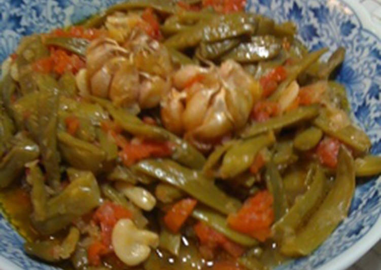 Green beans in tomato sauce - loubieh bi zeit
