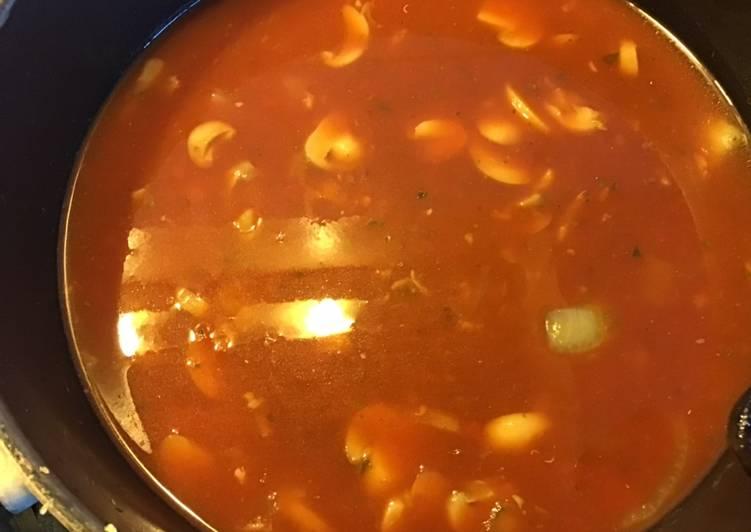 Comment faire Cuire Parfait Soupe de tomates et champignons au basilic