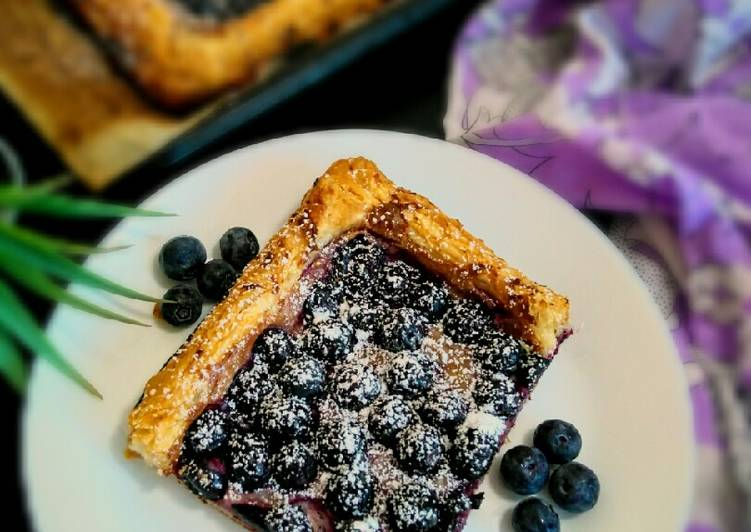 Recipe of Top-Rated Puff Pastry Blueberry Tart