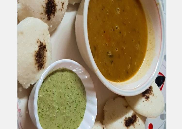 Top 100 Dinner Easy Cooking South Indian Platter….Idli Sambhar with Coconut Chutney.