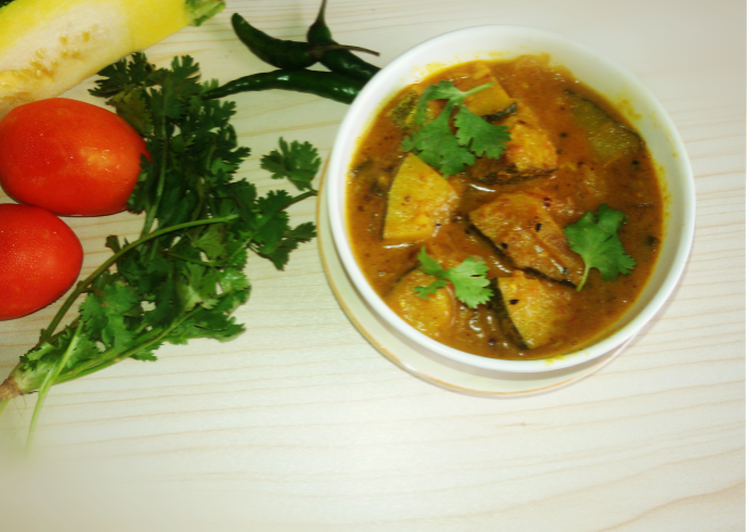 Healthy green pumpkin curry(hara kaddoo curry)