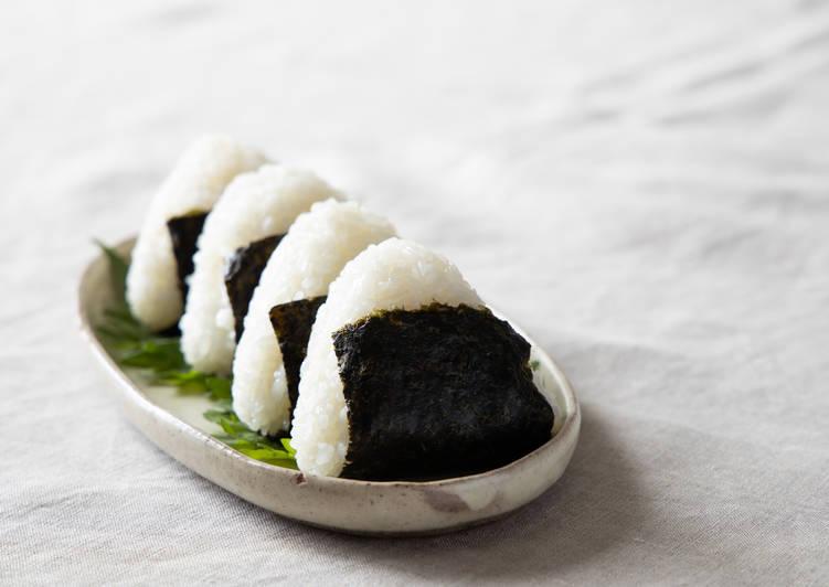 Basic Japanese Shio Onigiri Salted Rice Balls Recipe By Ka Cookpad