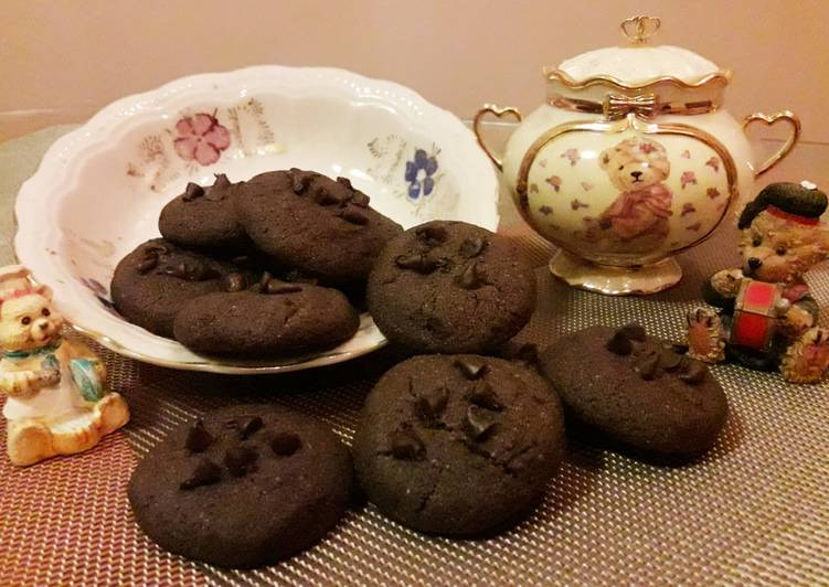 Chocolate cookies with choco chips