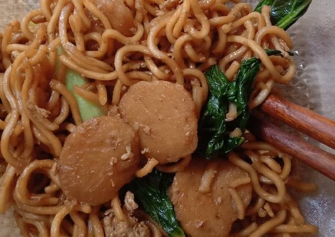 Quick Fried Noodles (Mie Goreng)