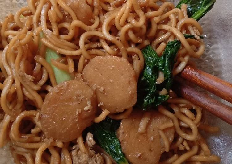 Quick Fried Noodles (Mie Goreng)