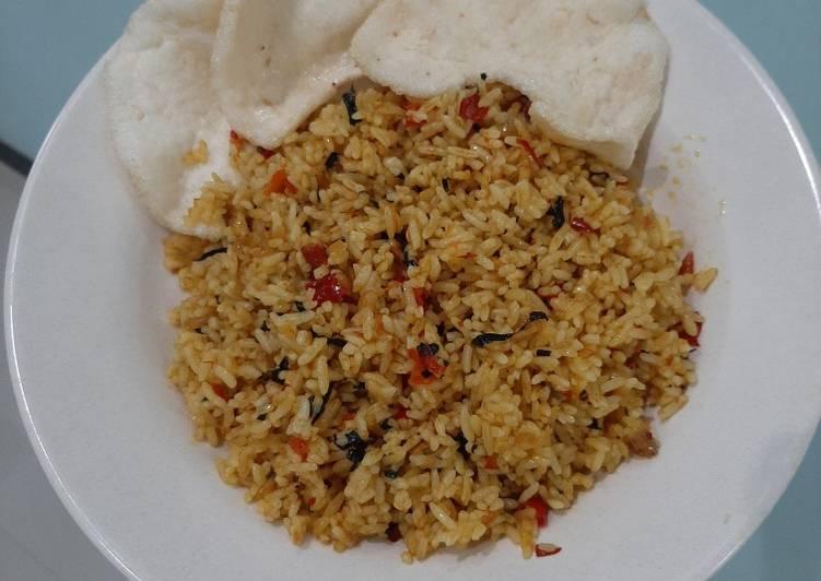 Nasi Goreng Daun Mengkudu Pedas