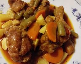 Muslos de pollo con verduras y especiado
