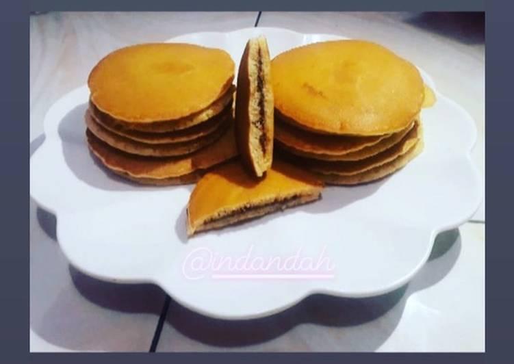 2. Kue Dorayaki Coklat