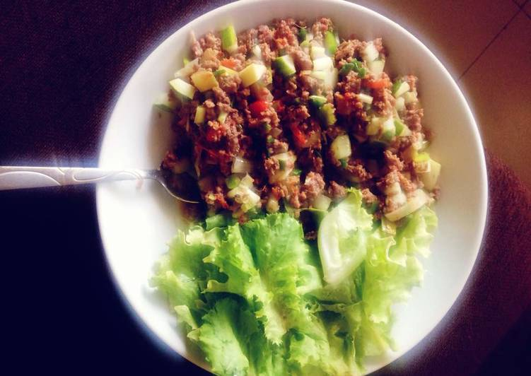 Lettuce wrap,scrambled eggs with minced meat