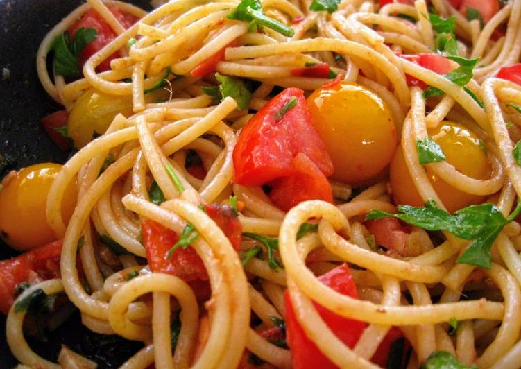 Super Easy Spaghetti with Anchovies & Fresh Tomatoes for 2