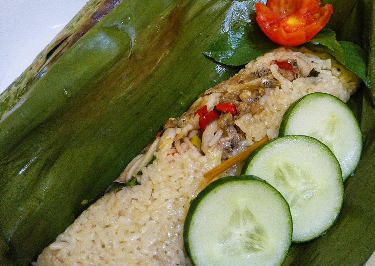 Nasi Uduk Bakar dengan Isian Cumi dan Ikan Teri