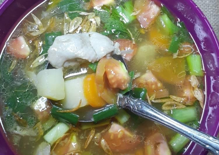 Resep Sop Ayam berbumbu Emaknyuz Yang Populer Bikin Ngiler