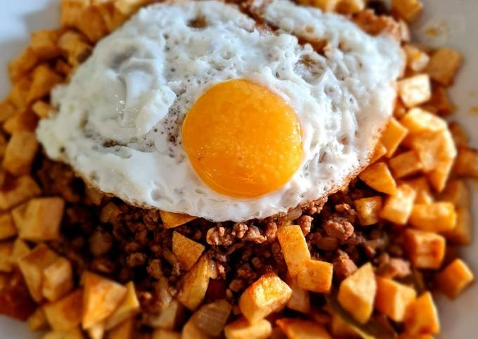 Macanese Traditional Minchi (Mixed Minced Meat with Potatoes)