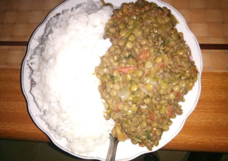 Plain rice and western ndengu stew