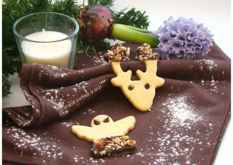 Sablés de noël à la vanille &  chocolat noir intense  et noisettes torréfiées