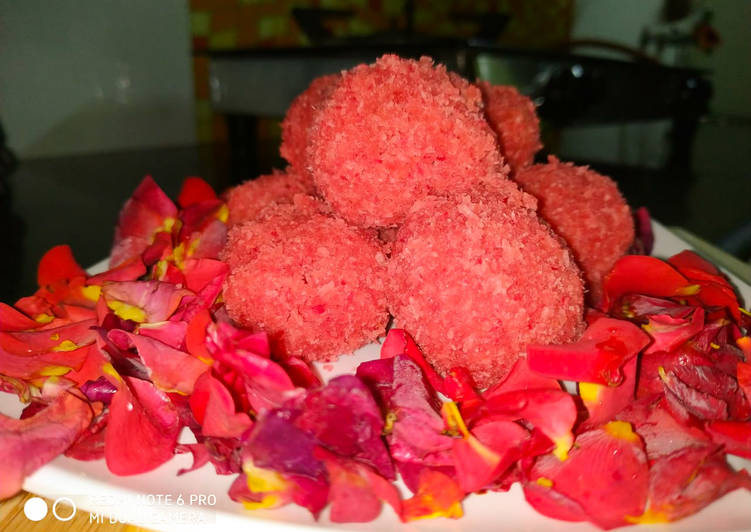 How to Prepare Top-Rated Sugar free strawberry coconut ladoo in just 15 min