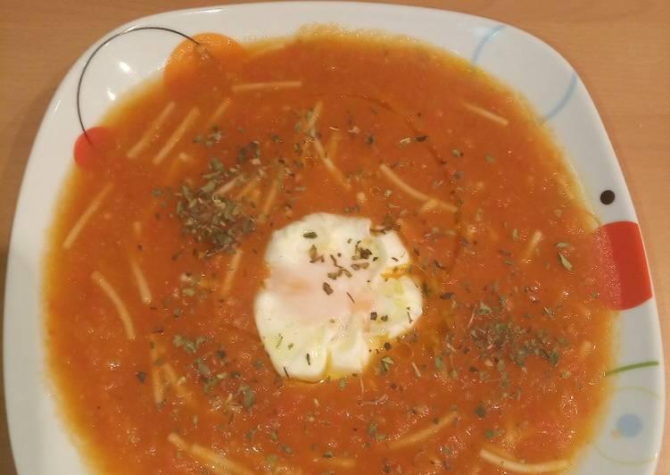 Sopa de tomate y huevo poche en MC