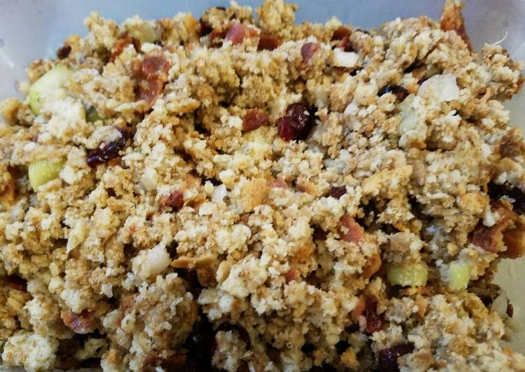 Easiest Way to Make Any-night-of-the-week Stuffing, Cranberry/ Sausage