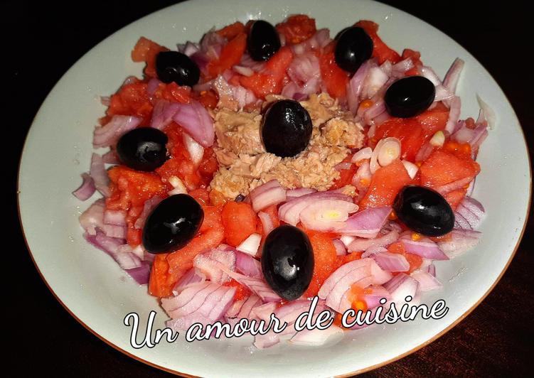 Salade de tomate aux oignons