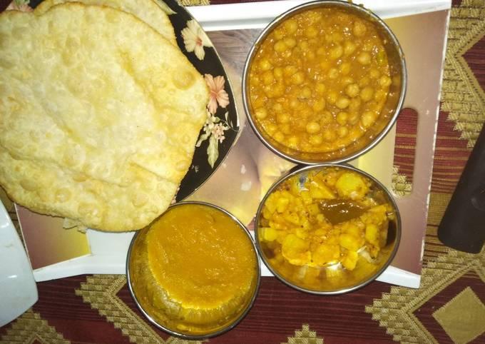 Halwa puri with chickpeas, potatoes tarkari🔥🔥😋