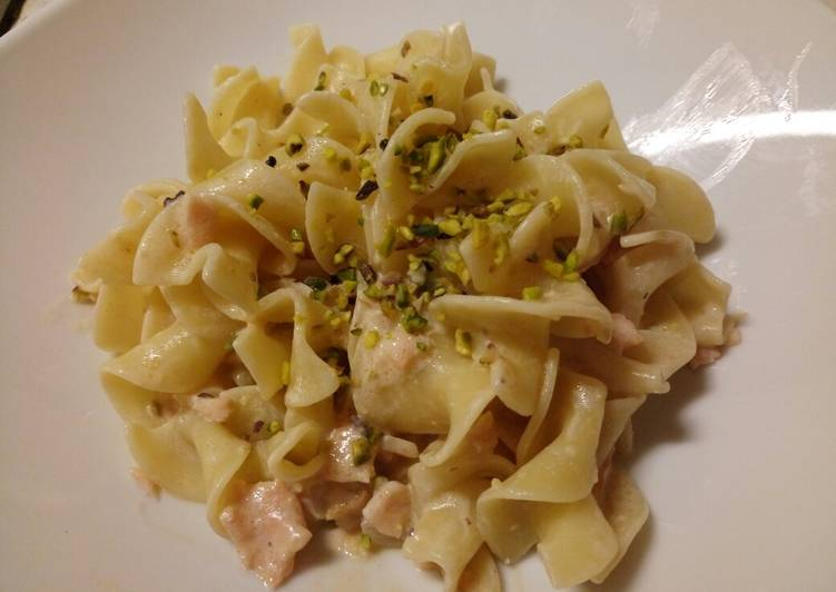 Pasta With Smoked Salmon and Pistachio Nuts