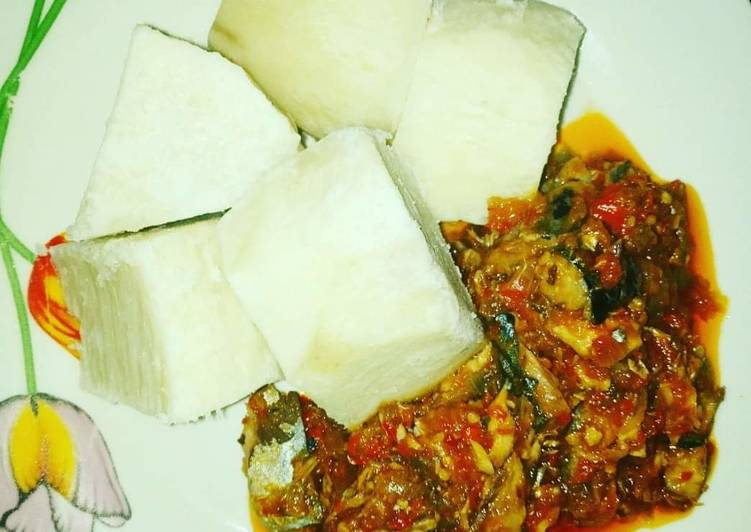 Boiled yam and shredded fish sauce