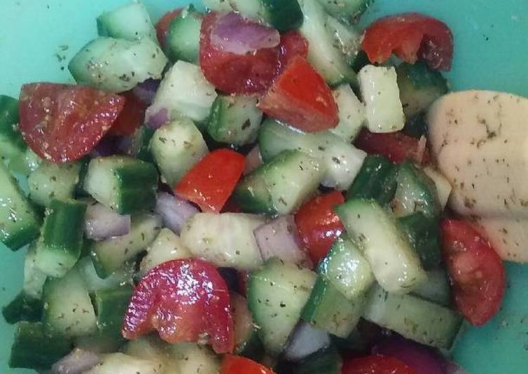 Eating 14 Superfoods Is A Terrific Way To Go Green And Be Healthy Greek Cucumber Salad