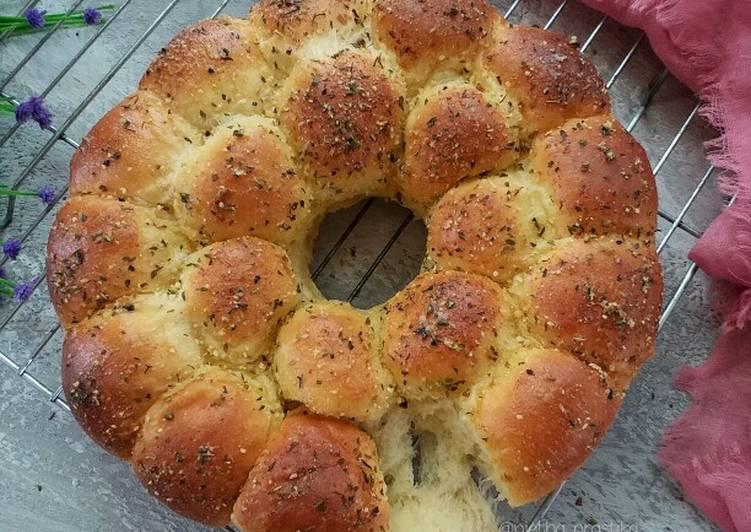 Roti Bawang Parmesan isi Keju