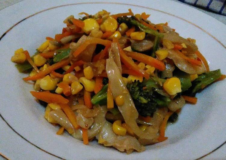Tumis sayur (brokoli, jamur tiram, wortel, jagung manis)