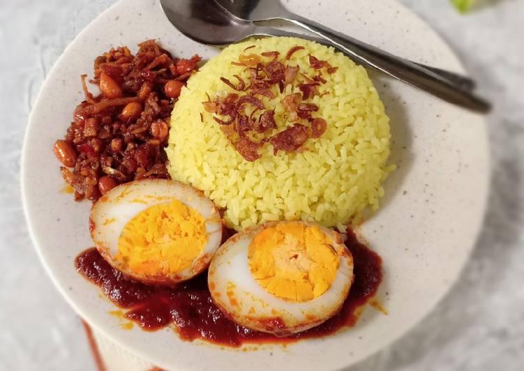 🍂 Nasi Kuning Banjar