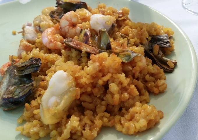Seafood paella with artichokes