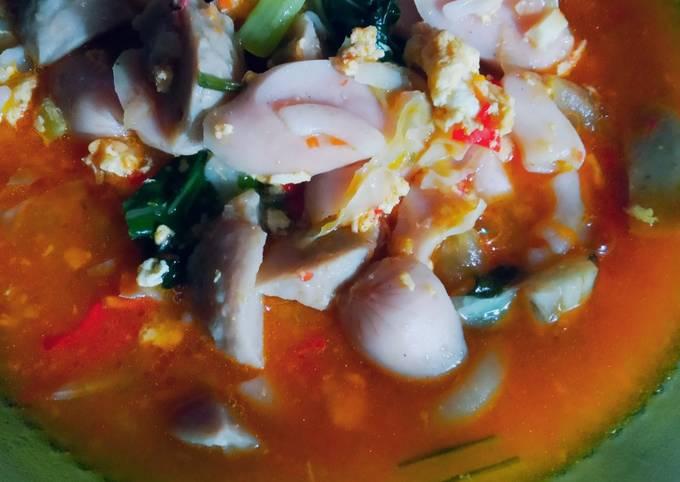 Seblak bakso sosis pedas kuah