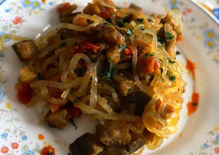 Spaghetti di konjac alle melanzane e curry