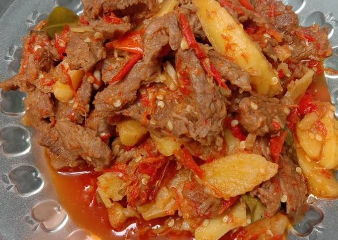Daging kentang balado