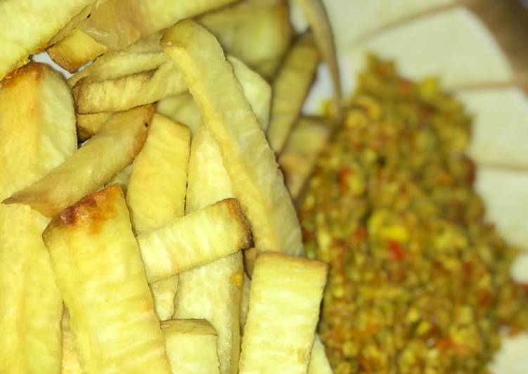 Fried yam with egg sauce