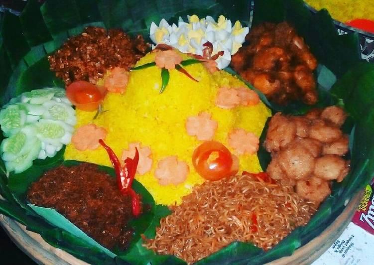 Nasi kuning ala tradisional