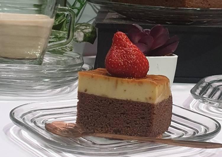 Chocolate cotton cake with custard pudding