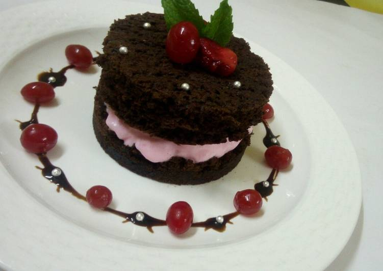 Grandmother's Dinner Ideas Blends Brownie sandwitch with strawberry icecream