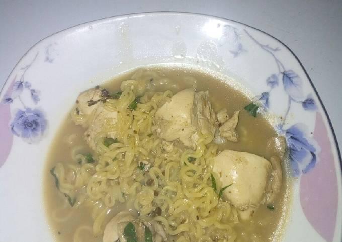 Chicken noodle pepper soup