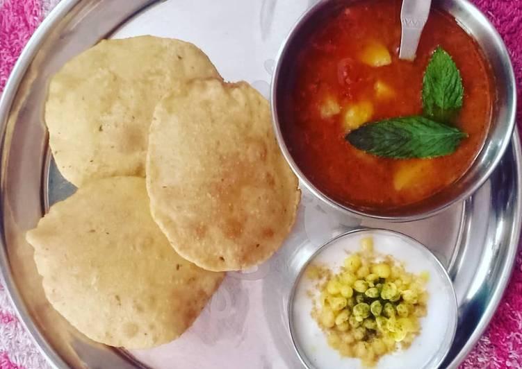 How to Make Award-winning Potato Mint Tomato Curry with Puri & Boondi Raita