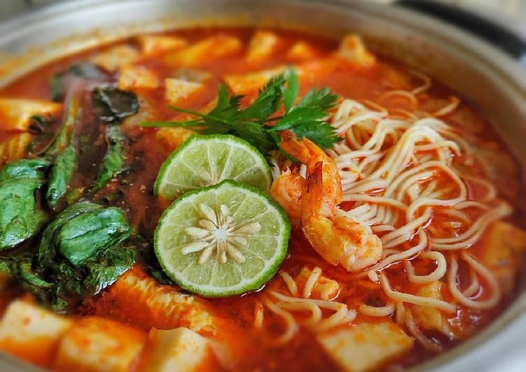 Tomyam Noodle Soup