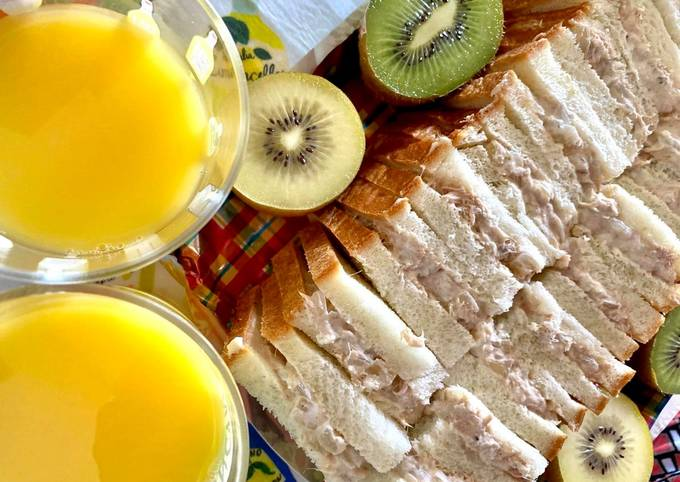 Greek Yoghurt Tuna Sandwiches