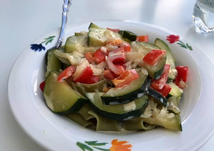 Recipe: Appetizing Grüne Nudeln mit einer Gemüsesahnesoße (optional mit Hühnchen oder Putengeschnetzeltem)