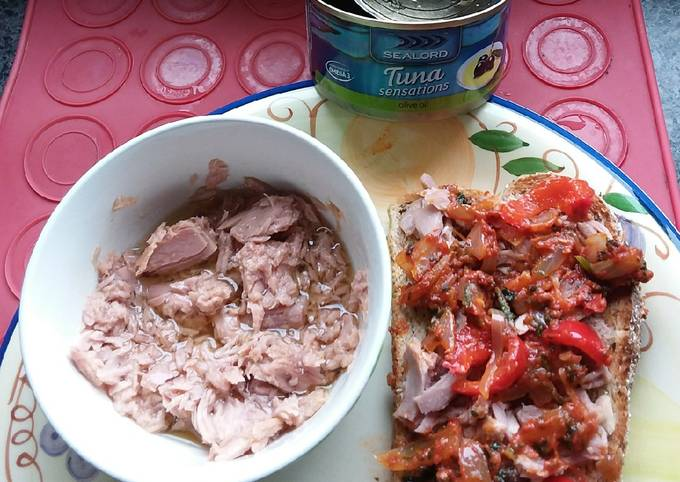 Tuna,Rissoles&on Sandwich with capsic-mushrooms😙🎏🐟🧀🌮😄