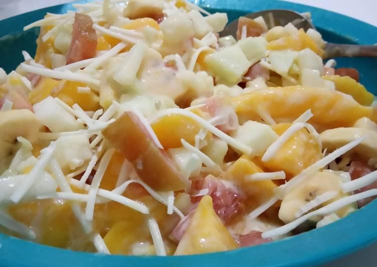 Salad buah si ragil