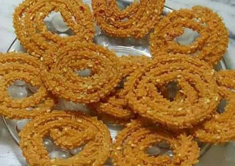 Step-by-Step Guide to Prepare Any-night-of-the-week Chakli