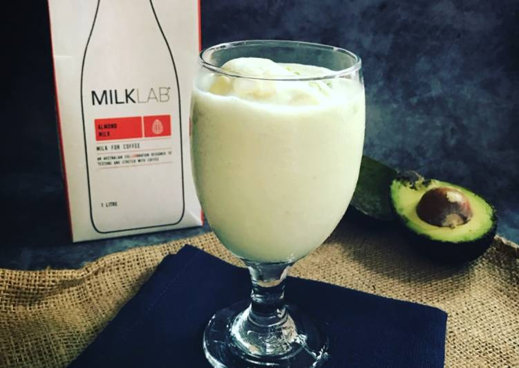 Almond Avacado Milkshake - resepipouler.com