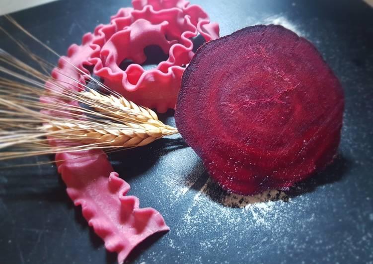 Ricetta Mafalde con rapa rossa e Pesto di zucchine
