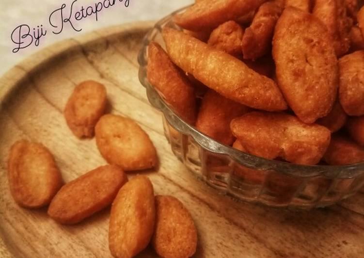 Biji Ketapang kelapa (tanpa telur) - cookandrecipe.com